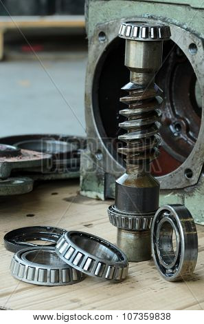 Gears Box And Bearings.
