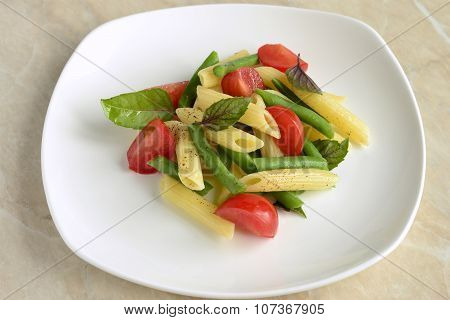 Pasta with green beans, cherry tomatoes and basil