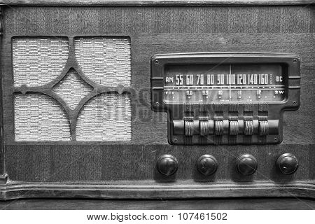 An Antique Radio Showing Many Frequencies On The Dial