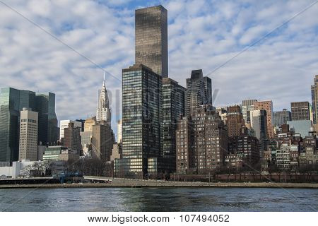 New York City midtown Manhattan skyline over Hudson River