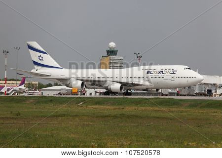 BUDAPEST, HUNGARY - APRIL 30: El Al Israel Arirlines Boeing 747 boarding at Budapest Liszt Ferenc Airport, April 30th 2013. El Al is the flag carrier airline of Israel since 1948.