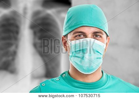 Portrait of a surgeon in front of a radiography