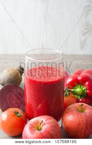 Red detox with beetroot, pepper,apple and tomato