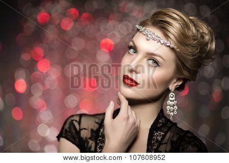 High-fashion Model Girl Beauty Woman high fashion Vogue Style Portrait fashionable Luxury lady jewelry diamond necklace Stylish Makeup Make up Perfect skin red lips blurred lights Bokeh backlight