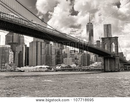 Black and white view of the Brooklyn Bridge and the downtown Manhattan skyline in New York City