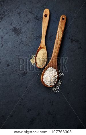 Organic amaranth on wooden spoons (whole and puffed)