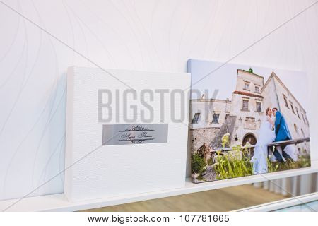 White Leather Wedding Photobook And Album With Picture