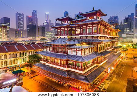 SINGAPORE - SEPEMBER 9, 2015: Buddha Tooth Relic Temple at twilight. The temple is based on Tang dynasty architecture and built to house the tooth relic of Buddha.