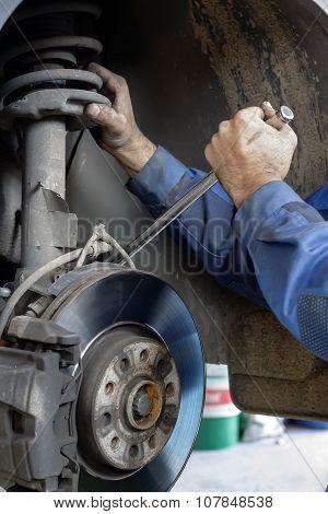 Mechanic Fixes Brakes