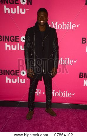 LOS ANGELES - NOV 10:  Sinqua Walls at the T-Mobile Un-carrier X Launch Celebration at the Shrine Auditorium on November 10, 2015 in Los Angeles, CA