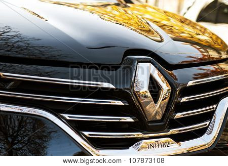 Renault Espace Initiale Logo On Chrome Car
