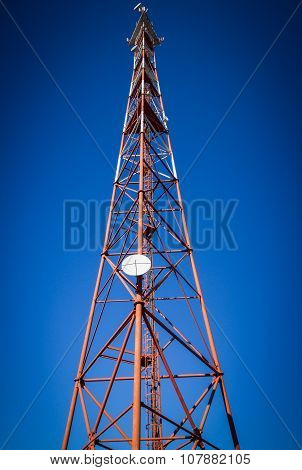 Telecommunication mast TV antenna