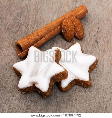 Fine cinnamon cookies on wooden background