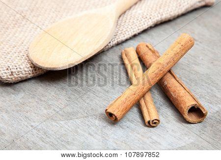 Fine cinnamon sticks on wooden background
