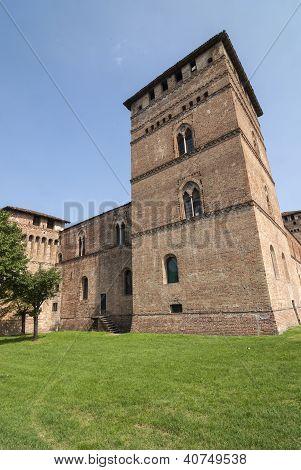 Pandino, Castle
