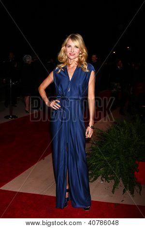 LOS ANGELES - 5 de JAN: Naomi Watts llega a la Gala de 2013 Palm Springs International Film Festival