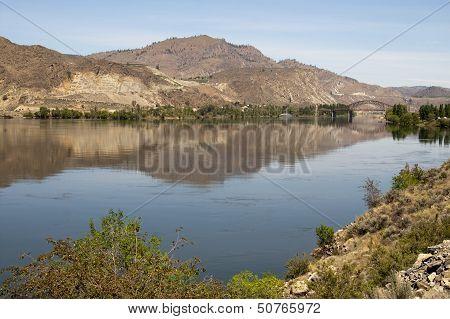 Columbia River Basin Lush Farmland River's Edge Washington State