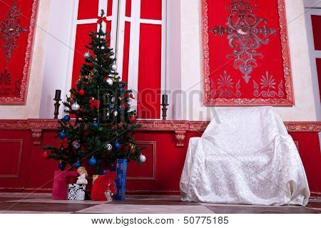 Christimas  Interior In Red Vintage Room
