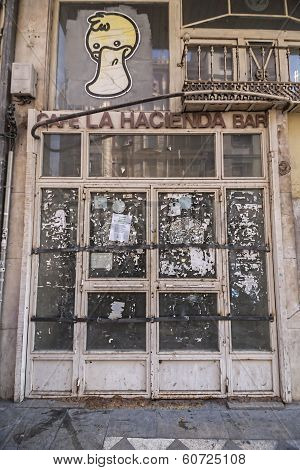 Abandoned Trade Of La Hacienda Coffe-bar In Reyes Catolicos Street, Granada, Spain