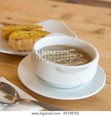 Mushroom Soup With Garlic Bread