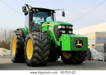 John Deere 7830 Agricultural Tractor