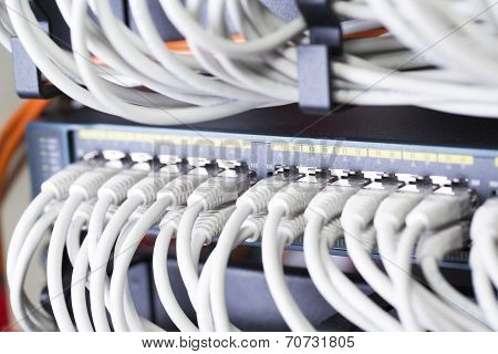 Fast network switch in datacenter