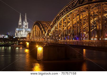 Night view of Hohenzollern Bridge
