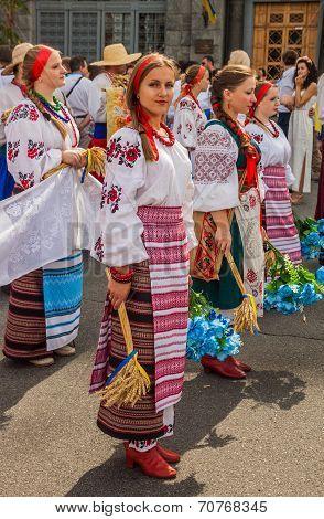 Kontraktova Sq In Podil Delegation From The Poltava Region In National Traditional Costume  Region