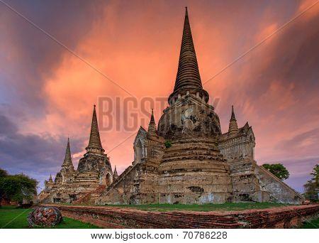 Sunset At Wat Chaiwatthanaram