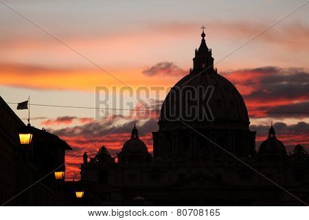 Sunset over the dome of Saint Peter's Basilica in Vatican City in Rome, Lazio, Italy.