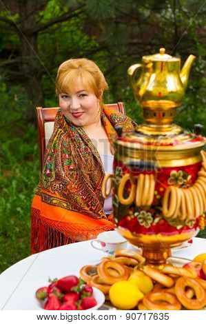 Beautiful Russian Girl With A Curvaceous, Rosy And Happy Sitting At A Table With A Samovar, Drying,