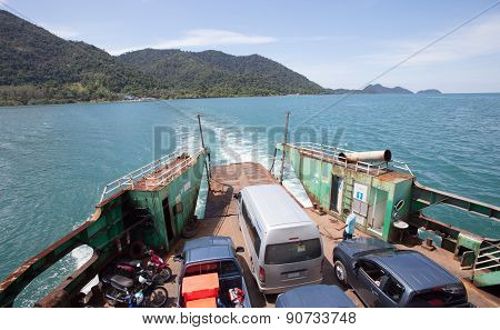Trad Thailand -oct 30  : Ferry Boat Take Trip From Koh Chang Island Beautiful Sea Destination Of Tra