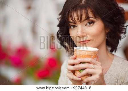 Closeup portrait of beautiful woman in a city Park in the summer