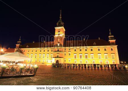 Warsaw palace at night