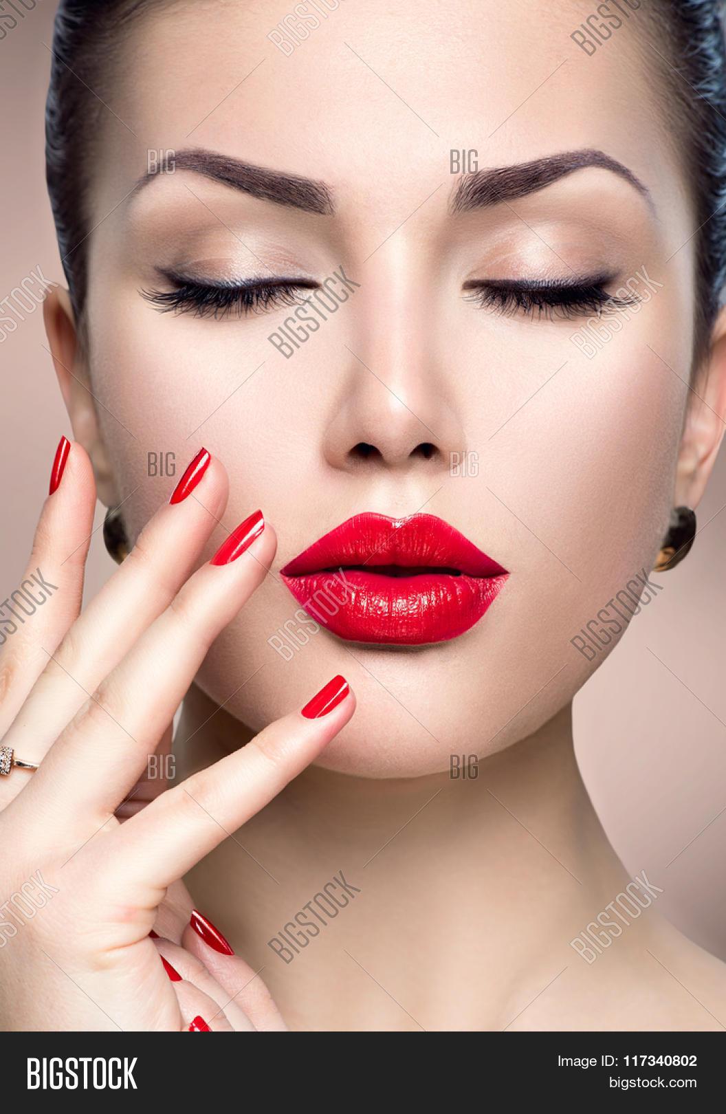 Beautiful Fashion Woman Model Face Image & Photo