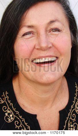 Mujer riendo.