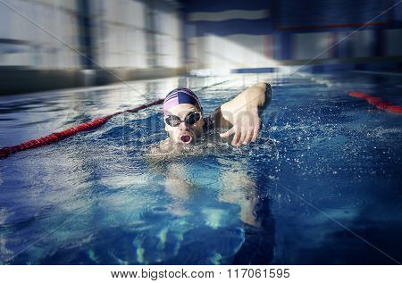 Swimmer  swims in the pool.