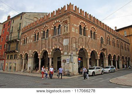 Verona, Italy - September 03, 2012: The Domus Mercatorum Or Casa Dei Mercanti On Piazza Delle Erbe I