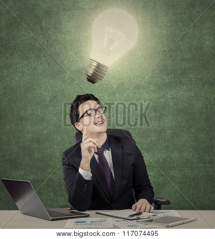 Middle Eastern Entrepreneur Gets Idea Under Lamp