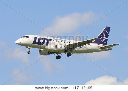 The plane Embraer E-170 (SP-LDE) LOT Polish Airlines in-flight