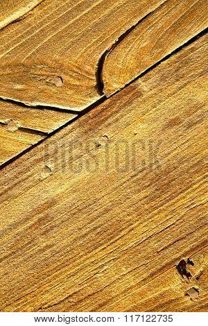Cheglio   Rusty Brass Brown   A   Curch  Closed    Lombardy
