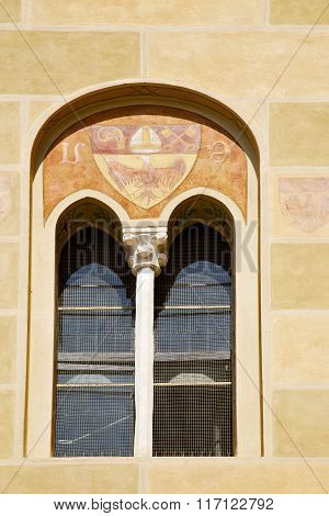Tradate Varese Italy    Window Yellow