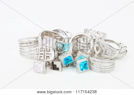 Many fashionable women's jewelry.