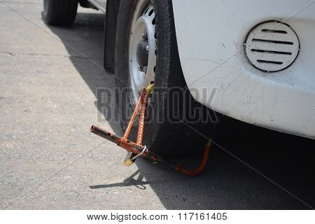 Clamped Vehicle, Wheel Locked