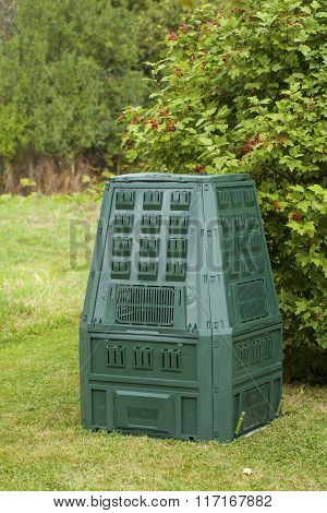 Image of compost bin in a autumn garden.