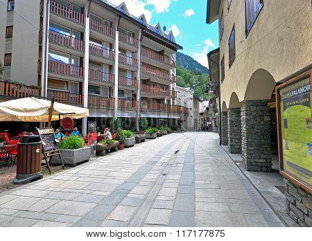 Empty Street, Courmayeur
