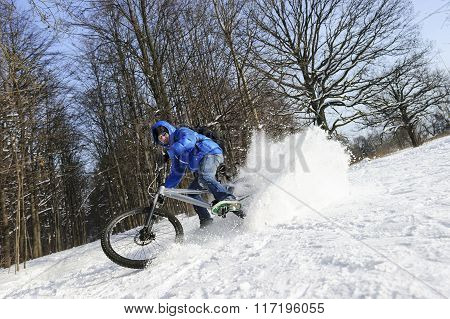 Extreme cycling in snow