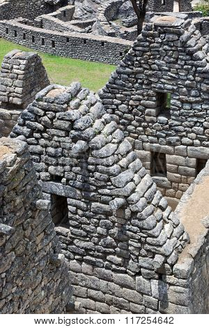walls and ancient houses to Machu Picchu