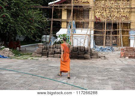 Monk in Wat Xieng Thong