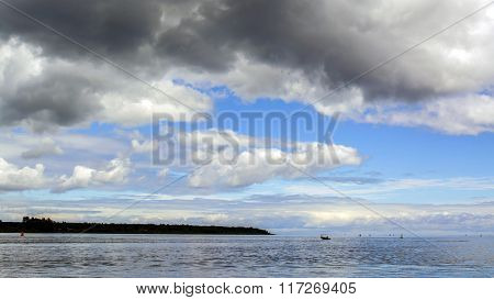 Beautiful landscape with sky, big clouds and the horizon line of the sea.